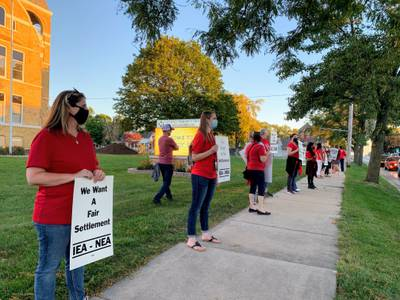Harvard District 50 teachers protest amid contract negotiations
