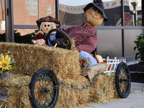 Scarecrows are popping up in Dixon's downtown
