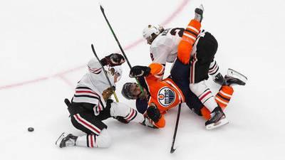 McDavid's hat trick propels Oilers past Blackhawks, series tied at 1