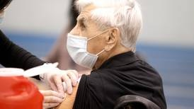 COVID-19 hospitalizations continue to decline in Illinois