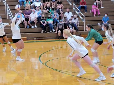 Girls volleyball: Near-dominant Seneca holds off pesky Reed-Custer
