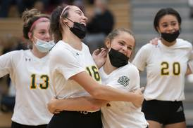 Volleyball: Crystal Lake South defeats Huntley in battle of top FVC teams