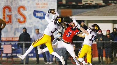 Loyola's offense struggles, but scores clutch touchdown in 7-3 win over St. Rita