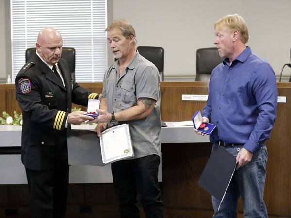 Fishing buddies recognized for lifesaving rescue in Wauconda: 'We were just happy we were there'