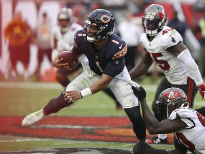 Hub Arkush: Bears offense sinks to new lows in loss to Buccaneers