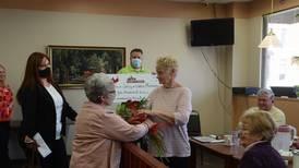 Oregon couple awarded for Lifeline Food Pantry work