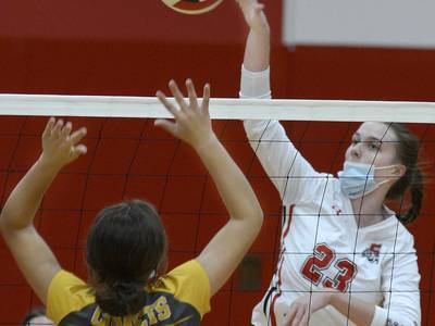 Girls volleyball: Bulldog Spikers fall in straight sets to visiting Reed-Custer