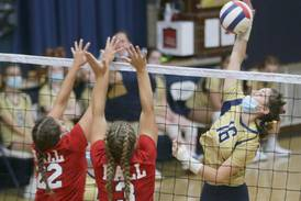 Volleyball: Marquette starts slow, wakes up to roll past Hall in straight sets