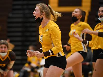 Girls Volleyball: Jacobs figures it out in 2-set win over Cary-Grove