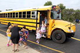 Kane school districts continue to face bus driver, substitute teacher shortages