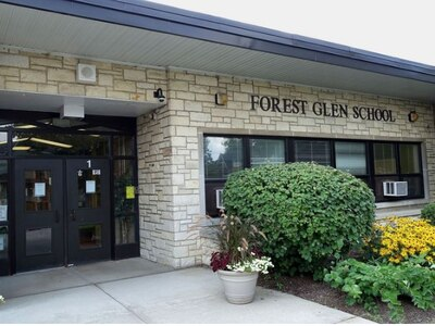 Parents ask Glen Ellyn officials to push protesting anti-maskers away from elementary school