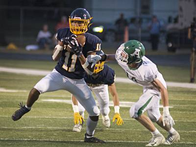 Week 4 Football Notebook: Fulton rolls on the road; Sterling doesn't fall into trap (game)