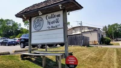 Mystery Diner in McCullom Lake: Hearty pub fare king of the hill at Cullom Knoll