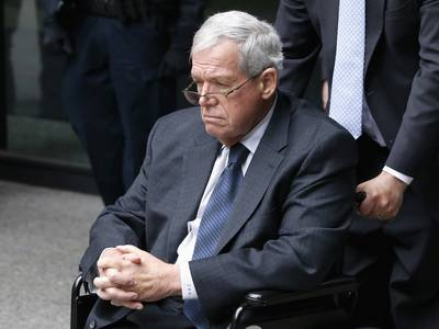 Hastert's settlement with accuser to be finalized Monday