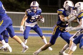 Maske goes for 3 touchdowns in Wheaton North win over St. Charles North