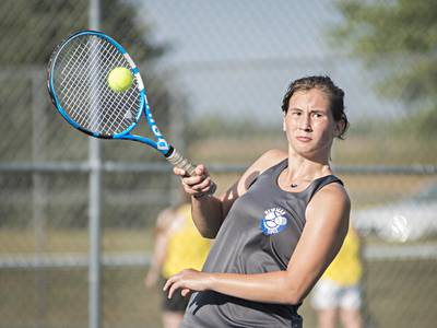 Girls tennis: Newman cruises in singles, battles through doubles in sweep of Galesburg
