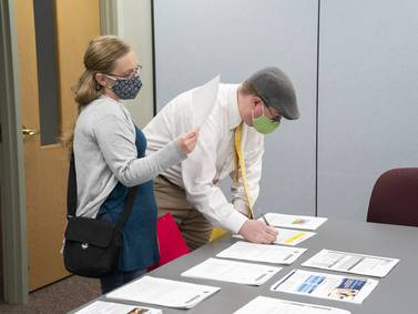 In midst of nationwide school staff shortage, Crystal Lake Elementary District 47 job fair recruits substitute teachers, bus drivers