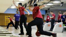 Hawk bowlers advance to sectional in Rockford