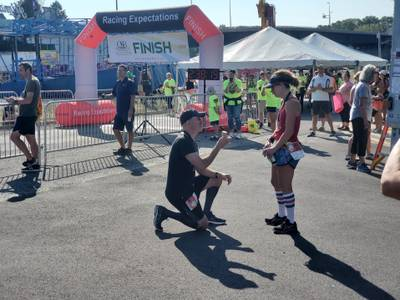 Runner pops the question after couple finishes Starved Rock Country Half Marathon