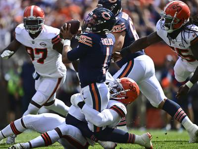 Browns pile up 9 sacks against Bears in Justin Fields' first start